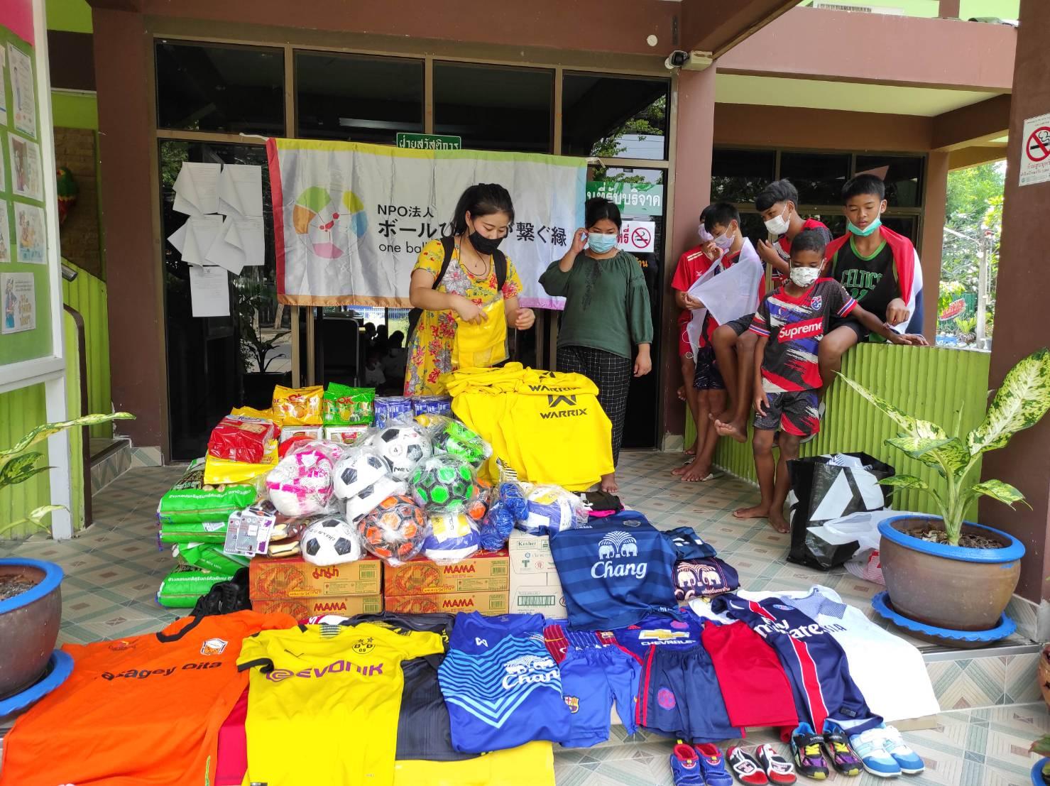 サッカー物資支援NPOボールひとつがつなぐ縁タイ王国 バンコク bannmahamek LIVE支援(2021年4月17日)