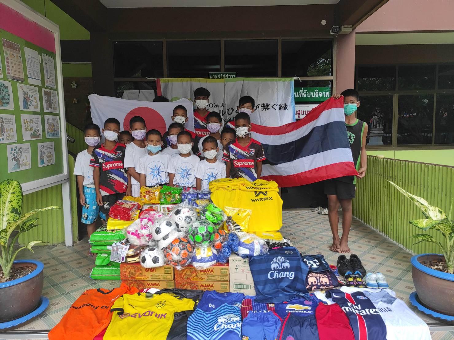 NPOボールひとつが繋ぐ縁集合写真 タイ王国 バンコク bannmahamek LIVE支援(2021年4月17日)